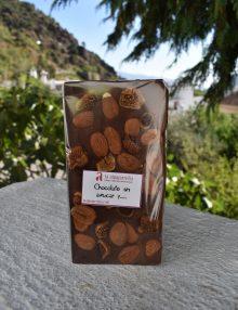 chocolate sin azúcar añadido con higos y almendras